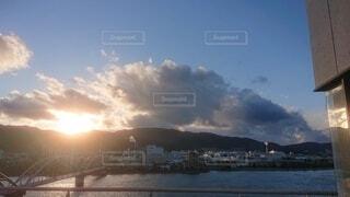 風景,空,屋外,湖,太陽,雲,夕暮れ,船,水面,山,くもり