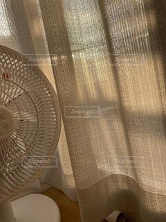 風景,秋,屋内,夕暮れ,カーテン,アート,レトロ,扇風機,パターン
