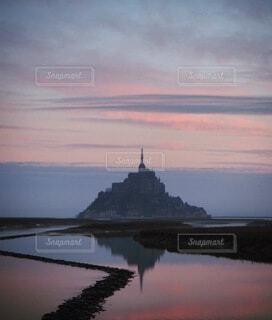 モンサンミッシェルを拝見に沈む夕日の写真・画像素材[4155649]
