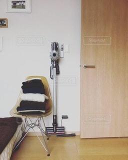 木製の床のある部屋の写真・画像素材[4154090]