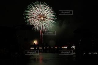 夜空の花火の写真・画像素材[4154216]