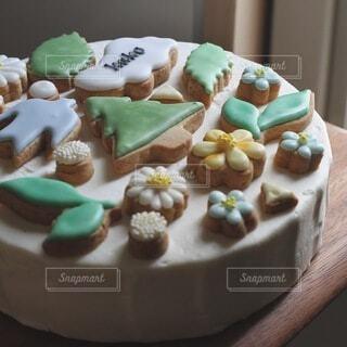 皿の上にデザートを入れたケーキの写真・画像素材[4154244]