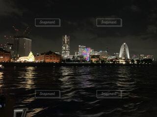 空,建物,夜景,屋外,湖,川,水面,都市,タワー,都会,高層ビル,ナイトクルージング