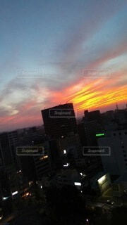 空,建物,屋外,雲,夕暮れ,朝焼け,都会,高層ビル