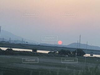 赤い夕陽の写真・画像素材[4157822]