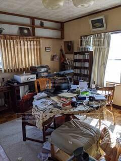 屋内,部屋,家,椅子,テーブル,床,棚,デスク,コーヒー テーブル