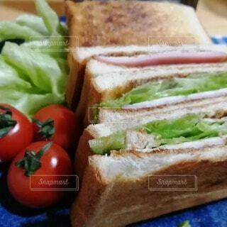 食べ物,パン,トマト,野菜,サラダ,サンドイッチ,食品,菓子,ファストフード,主食