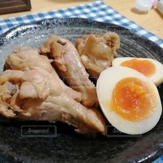 食べ物,朝食,テーブル,皿,ゆで卵,料理,魚介類,鶏肉,手羽元