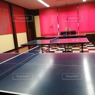キッチン,屋内,床,家具,天井,ピンポン,卓球のラケット,レクリエーション ルーム