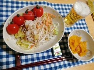 食べ物,食事,屋内,テーブル,トマト,野菜,皿,サラダ,料理,ファストフード,ボウル