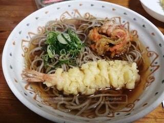 食べ物,白,テーブル,皿,料理,麺,エビ,麺類,魚介類