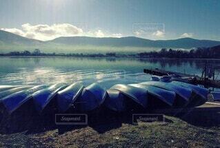 湖とボートの写真・画像素材[4161542]