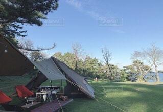 アウトドア,空,傘,屋外,樹木,キャンプ,テント,遊び場,景観,草木,アクティブ