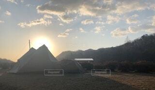 風景,アウトドア,空,屋外,太陽,雲,夕暮れ,山,キャンプ,テント,日中
