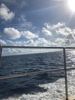 海,空,屋外,湖,ビーチ,雲,波,船,水面