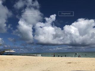 自然,風景,海,空,屋外,砂,ビーチ,雲,砂浜,水面,海岸,沖縄,くもり