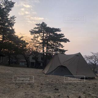 空,傘,屋外,雲,樹木,キャンプ,テント,景観
