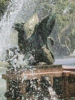 噴水の中のぬえの写真・画像素材[4183501]