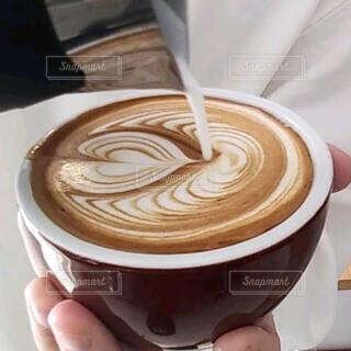 食べ物,コーヒー,テーブル,食器,カップ,エスプレッソ,ラテアート,ラテ,フラットホワイト,コーヒー牛乳,カフェイン,飲料,ホワイトコーヒー,コーヒー カップ,受け皿