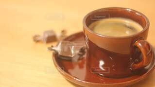 食べ物,コーヒー,屋内,テーブル,スプーン,食器,カップ,紅茶,ドリンク,調理器具,カフェイン,飲料,ボウル,銀食器,食器類,受け皿