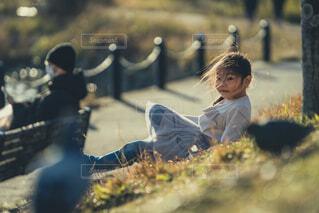 自然,公園,子供,少女,人物,リラックス,人,鳩,人間の顔