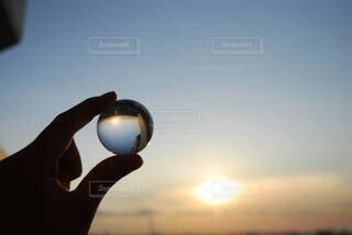 空,太陽,雲,夕暮れ,シルエット,キラキラ,反対の世界