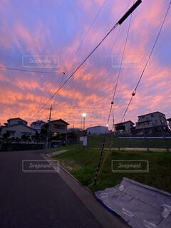 空,屋外,雲,夕方,家,樹木,夕焼
