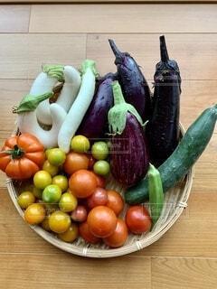 食べ物,テーブル,トマト,ミニトマト,家庭菜園,オーガニック,食材,スカッシュ,夏野菜,ナス,自然食品,ベジタリアンフード,地元の料理,白長茄子,個性派野菜