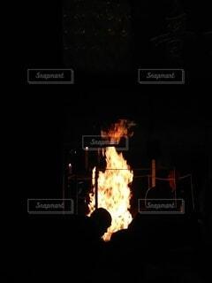 屋内,暗い,火,初詣,焚き火,お祓い,厄払い