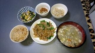 食べ物,テーブル,野菜,皿,食器,サラダ,料理,ファストフード,ボウル