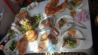 食べ物,食事,ディナー,屋内,野菜,皿,食器,肉,料理,手作り,ファストフード,スペアリブ,スナック,パーティーメニュー