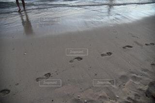 ビーチに残る足跡の写真・画像素材[4180149]