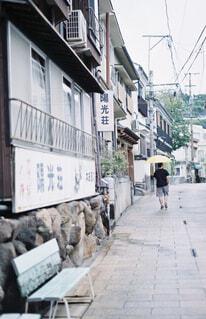 温泉街をゆくの写真・画像素材[4453245]