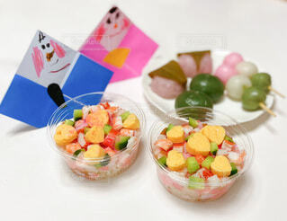 子どもたちに作ったカップちらし寿司の写真・画像素材[4208563]