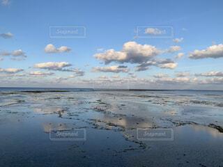 夕刻の空と雲と海の写真・画像素材[4181182]
