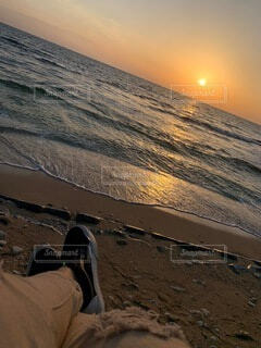 自然,海,空,夕日,屋外,太陽,砂,ビーチ,晴れ,砂浜,夕暮れ,波打ち際,海岸,沖縄,水平線,浜辺,chill,くつろぎ