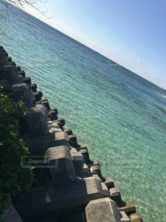 風景,海,空,屋外,ビーチ,晴れ,青空,水面,海岸,沖縄,水平線,岩,chill,眺め,テトラポット,透き通った海