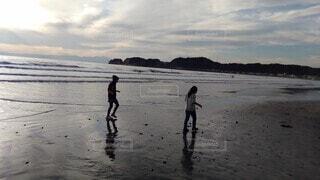子ども,自然,海,空,屋外,砂,ビーチ,雲,水面,人物,人,鎌倉