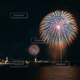 クリスマスの花火大会の写真・画像素材[4173093]