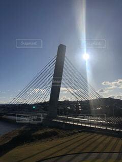 太陽と空と橋の写真・画像素材[4176195]