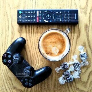 ゲームとコーヒーで休憩の写真・画像素材[4288880]