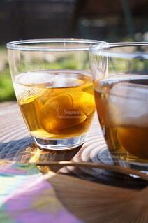 縁側で梅酒を飲むの写真・画像素材[4362588]