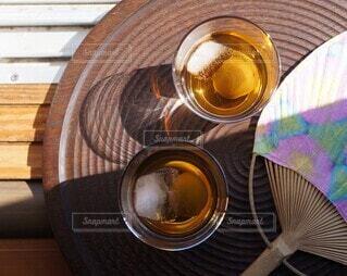 日向の梅酒と日陰の梅酒の写真・画像素材[4431325]
