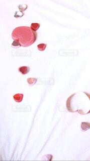 散らばるチョコのカップの写真・画像素材[4177047]