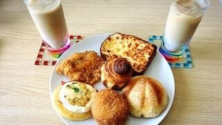 早朝のパン屋さんからやってきた!の写真・画像素材[4177756]
