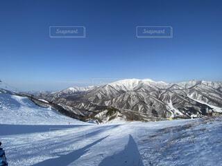 青空と雪山の写真・画像素材[4185563]