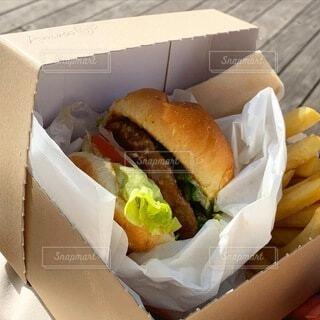 晴れた日はテイクアウトハンバーガー!の写真・画像素材[4185811]