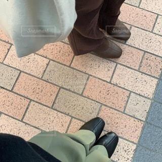 お揃い色違いの靴とパンツの写真・画像素材[4186943]