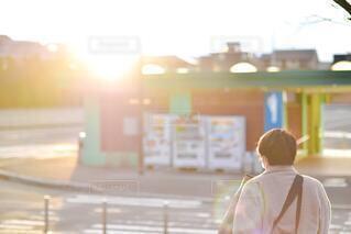 1人,モデル,風景,夕日,イケメン,屋外,霧,人物,逆光,人,ポートレート,男の子,友達,親友,人間の顔