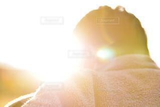 1人,モデル,風景,夕日,イケメン,屋外,霧,人物,逆光,人,ポートレート,明るい,男の子,友達,親友,人間の顔